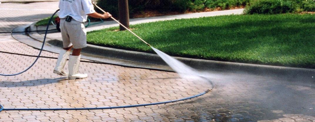 pressure washing {{location}} driveways